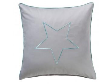 Bestickter Mako-Satin Kissenbezug hellgrau mit Stern in türkis und Paspel